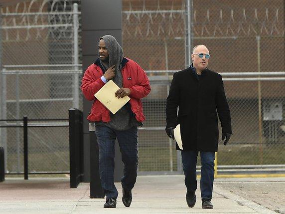 Abus sexuels sur mineurs: une nouvelle vidéo accuse R. Kelly