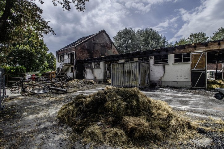 Incendies dans la Broye: l'accusé continue de nier